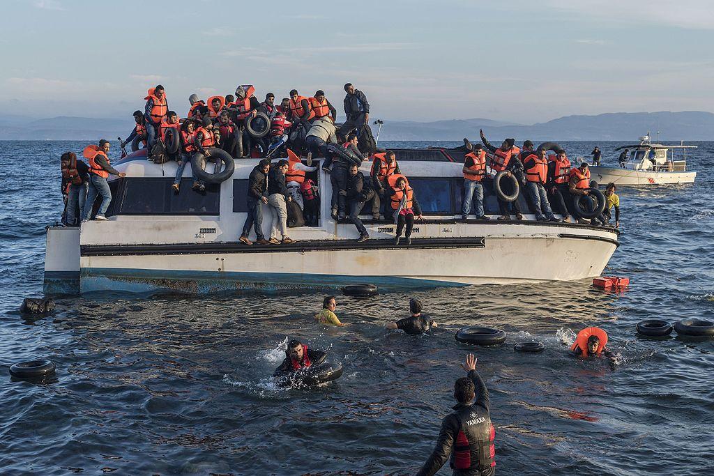 Syrians and Iraq refugees arrive at Skala Sykamias Lesvos Greece (Ggia via Wikimedia Commons)